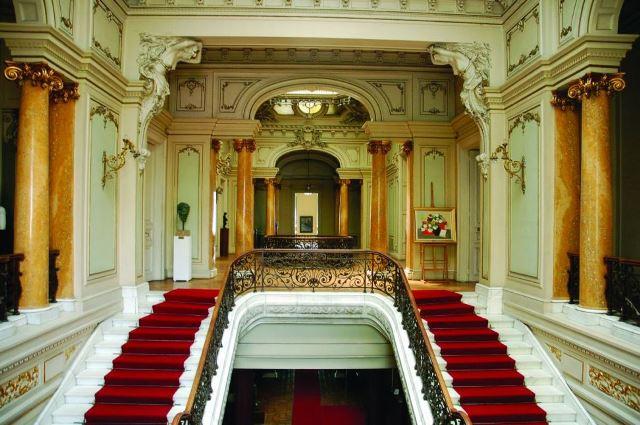 de vizitat in Craiova muzeul de art interior